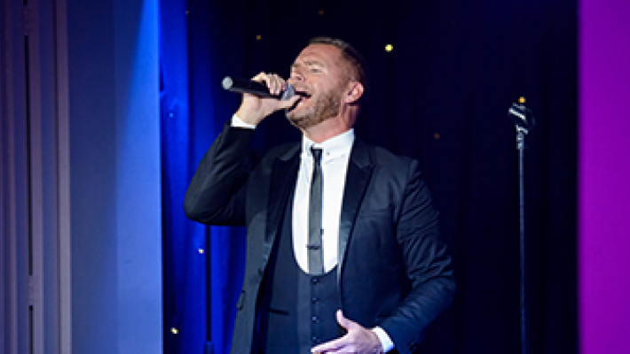 Christmas Tribute Night with Gary Barlow
